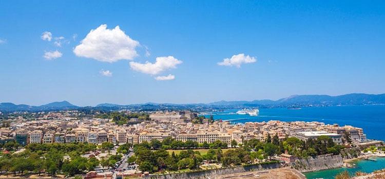 Die Stadt Korfu vom alten Fort aus gesehen.