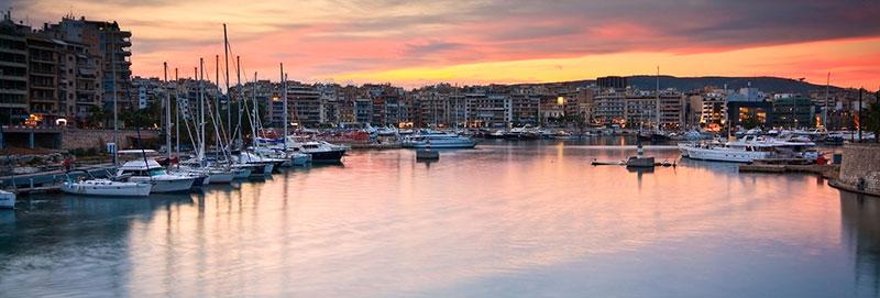 Marina Zea inneres Hafenbecken bei Sonnenuntergang