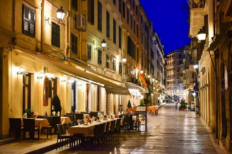 Gasse in der Altstadt von Korfu